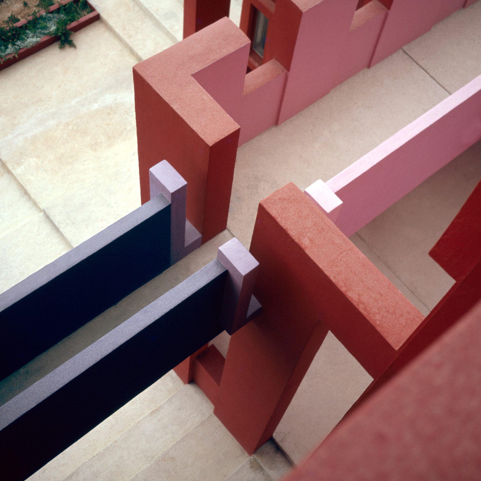 Ricardo_Bofill_Taller_de_Arquitectura_La_Muralla_Roja_Calpe_Spain_(2)